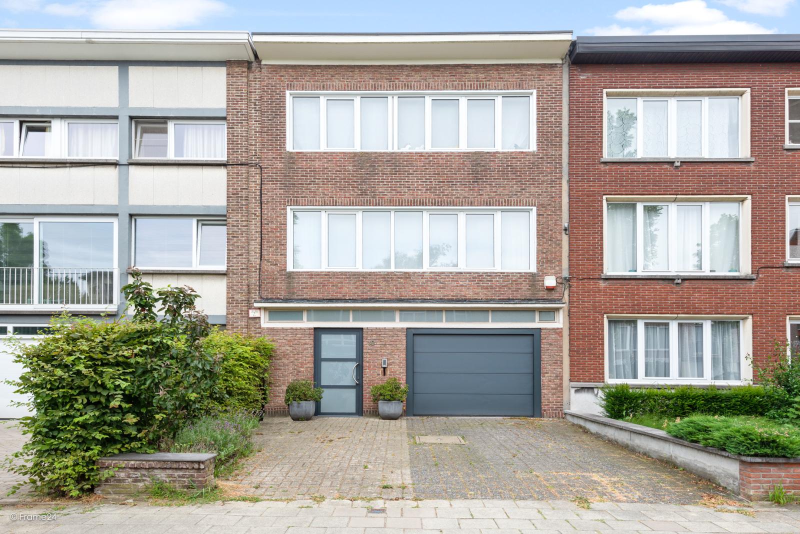 Zeer ruime en volledig instapklare bel-étagewoning met 4 slaapkamers te Wilrijk! afbeelding 2