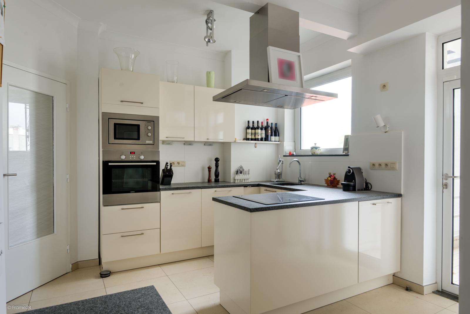 Uitzonderlijk appartement (+/- 250m²) met panoramische uitzichten te Antwerpen! afbeelding 11