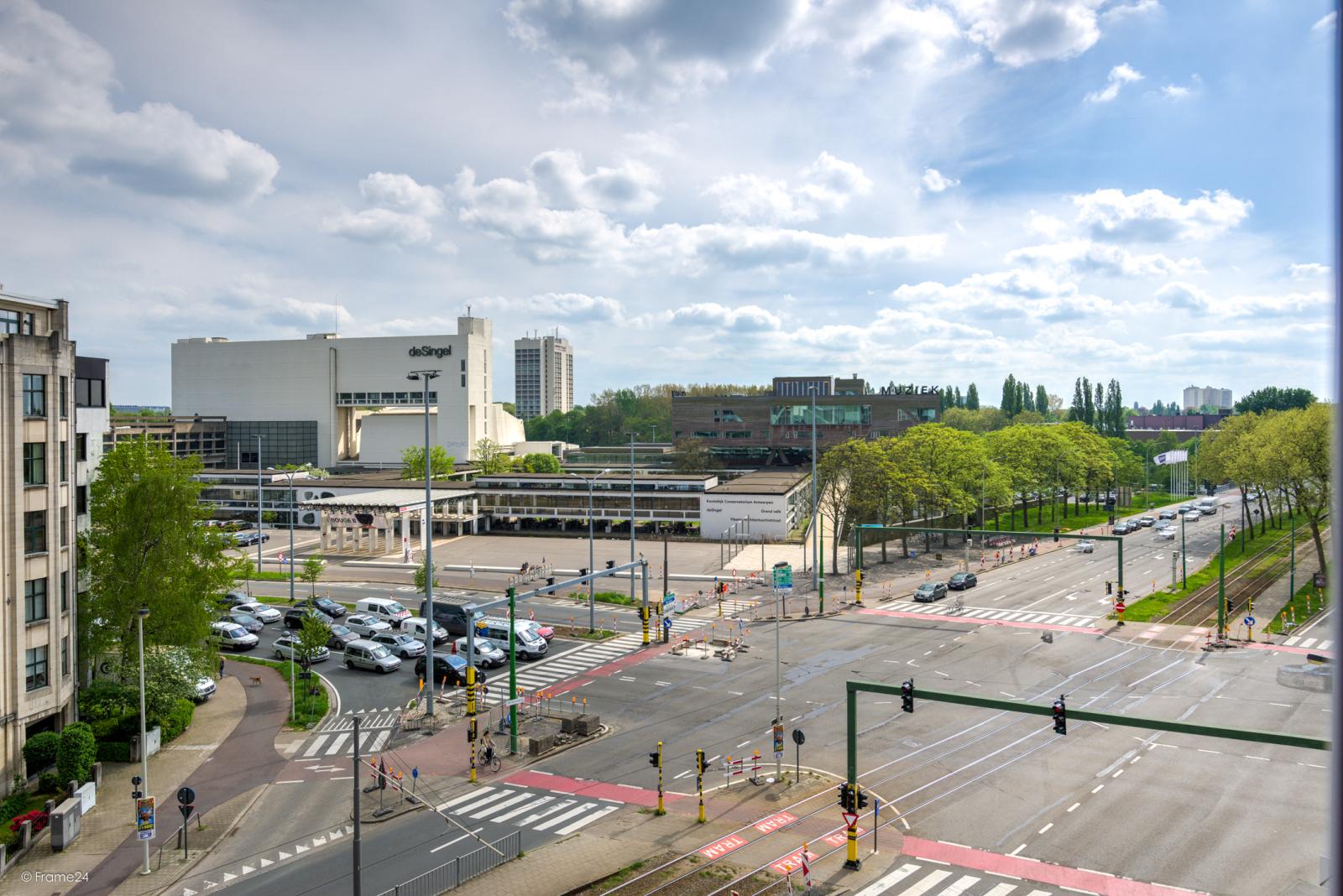 Uitzonderlijk appartement (+/- 250m²) met panoramische uitzichten te Antwerpen! afbeelding 3