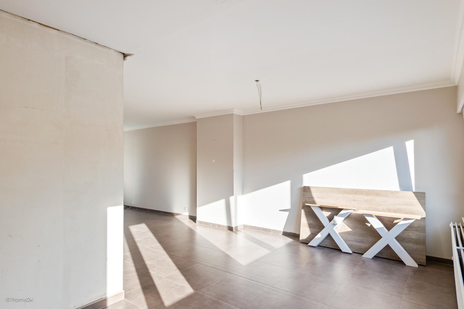 Te renoveren ééngezinswoning met 4 slaapkamers op centrale locatie te Wijnegem! afbeelding 2