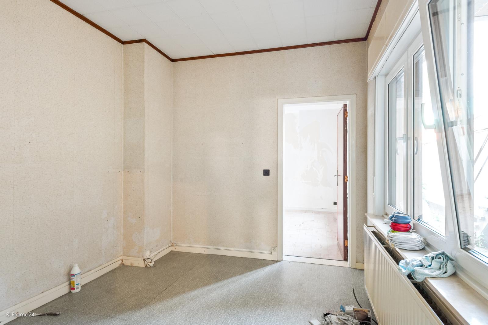 Te renoveren ééngezinswoning met 4 slaapkamers op centrale locatie te Wijnegem! afbeelding 10