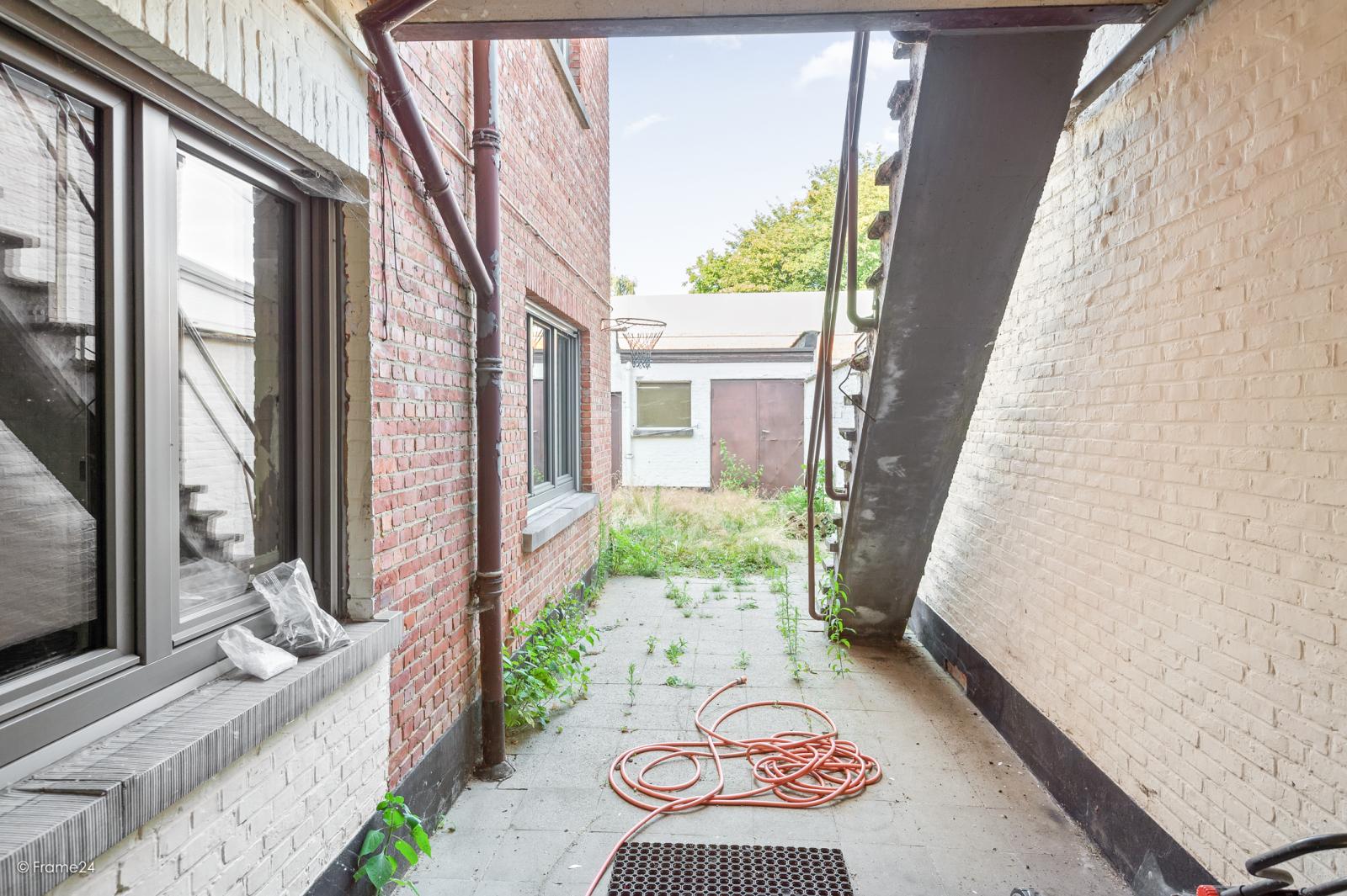Te renoveren ééngezinswoning met 4 slaapkamers op centrale locatie te Wijnegem! afbeelding 13