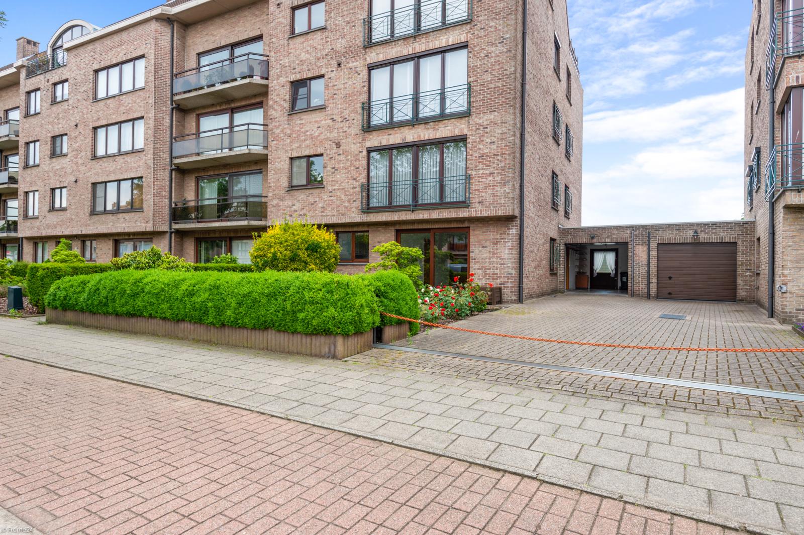 Zeer verzorgd en ruim gelijkvloers appartement (+/- 100m²) met tuin nabij het centrum van Schoten! afbeelding 1