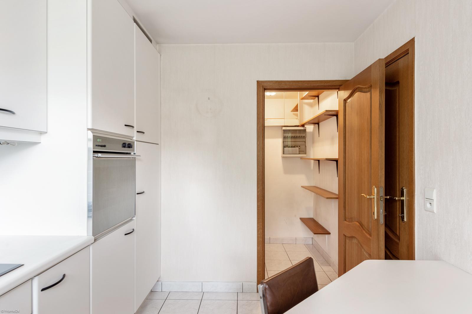 Zeer verzorgd en ruim gelijkvloers appartement (+/- 100m²) met tuin nabij het centrum van Schoten! afbeelding 7