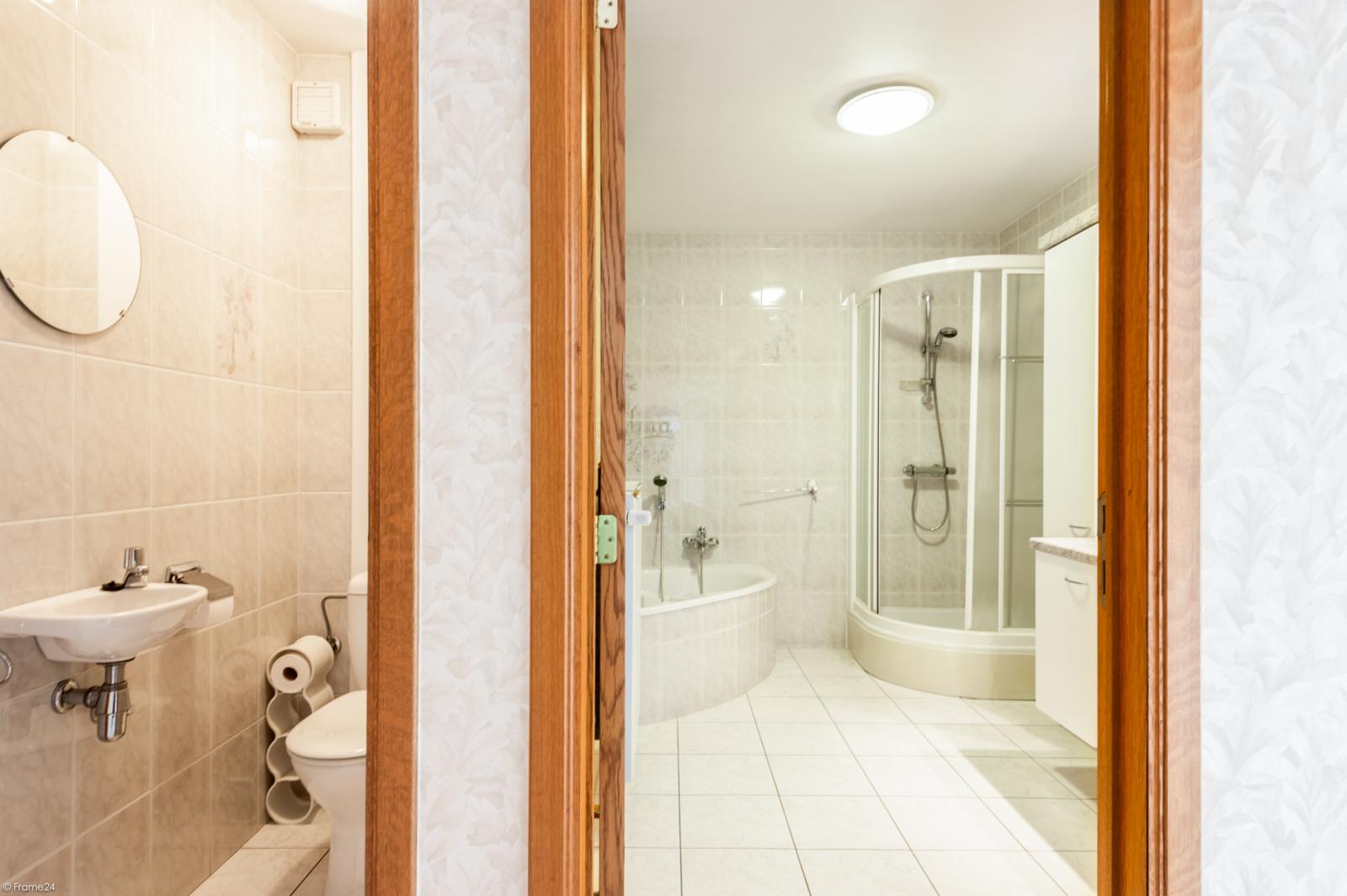 Zeer verzorgd en ruim gelijkvloers appartement (+/- 100m²) met tuin nabij het centrum van Schoten! afbeelding 13