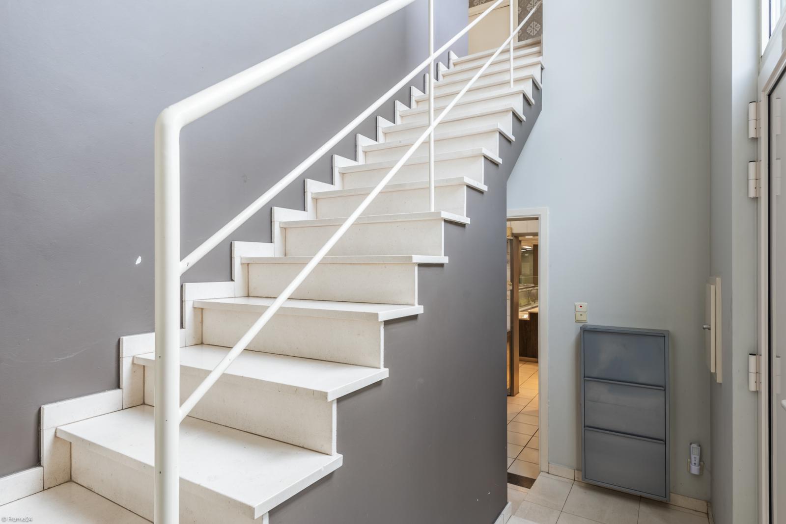 Riant eigendom bestaande uit een handelsgelijkvloers en duplex-appartement op een zeer centrale locatie te Kapellen! afbeelding 9