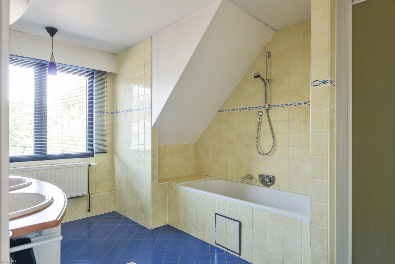Riant eigendom bestaande uit een handelsgelijkvloers en duplex-appartement op een zeer centrale locatie te Kapellen! afbeelding 31