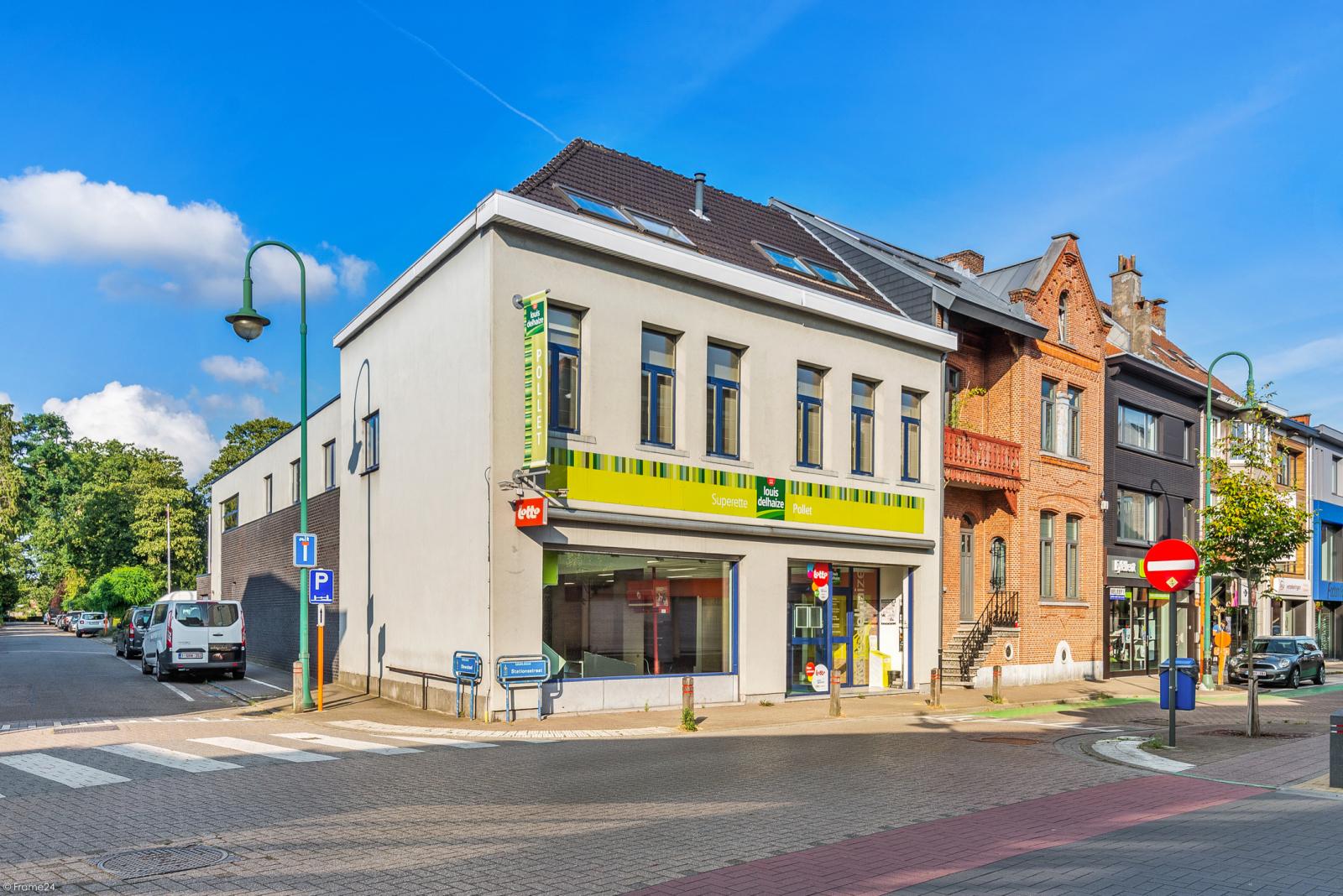 Riant eigendom bestaande uit een handelsgelijkvloers en duplex-appartement op een zeer centrale locatie te Kapellen! afbeelding 1