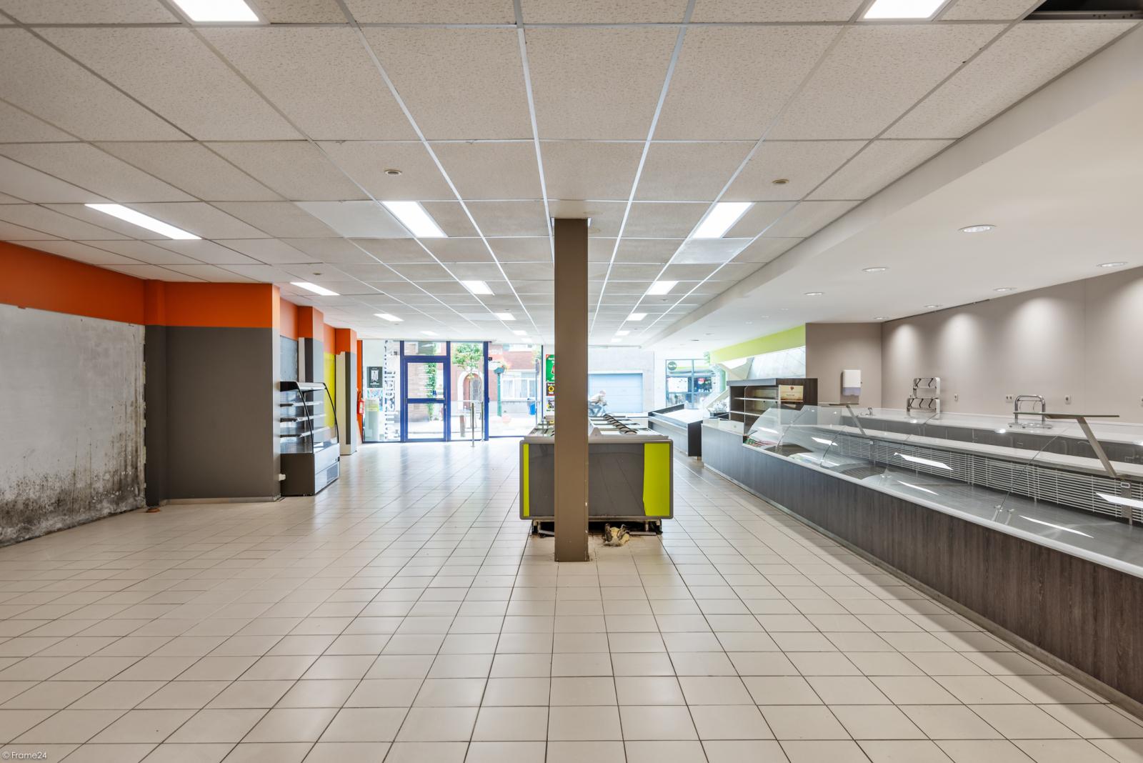 Riant eigendom bestaande uit een handelsgelijkvloers en duplex-appartement op een zeer centrale locatie te Kapellen! afbeelding 6