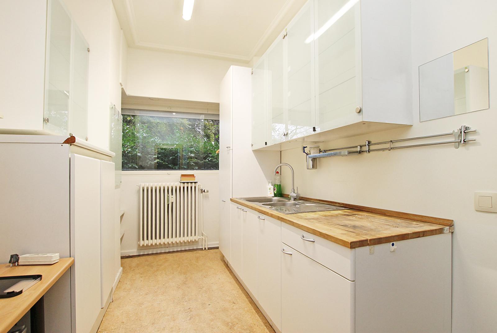 Kantoorruimte op het gelijkvloers (80 m²) aan het Harmoniepark te Antwerpen! afbeelding 3