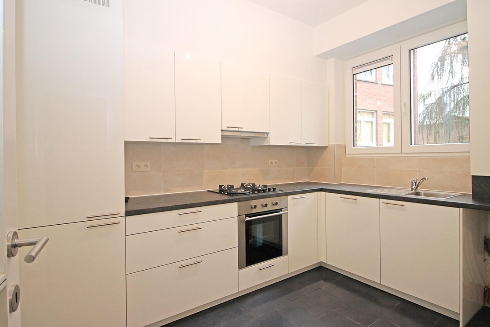 Mooi gerenoveerd appartement met 2 slaapkamers en terras afbeelding 2