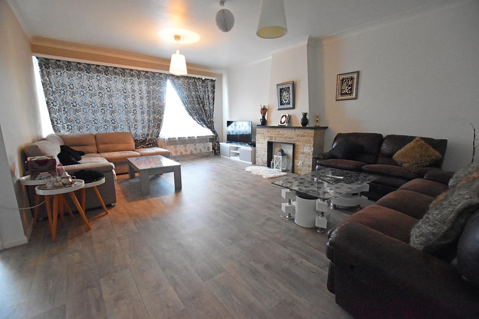Verzorgd appartement met twee slaapkamers en terras te Wilrijk! afbeelding 4