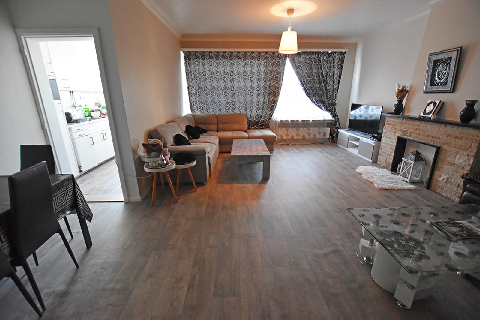 Verzorgd appartement met twee slaapkamers en terras te Wilrijk! afbeelding 5