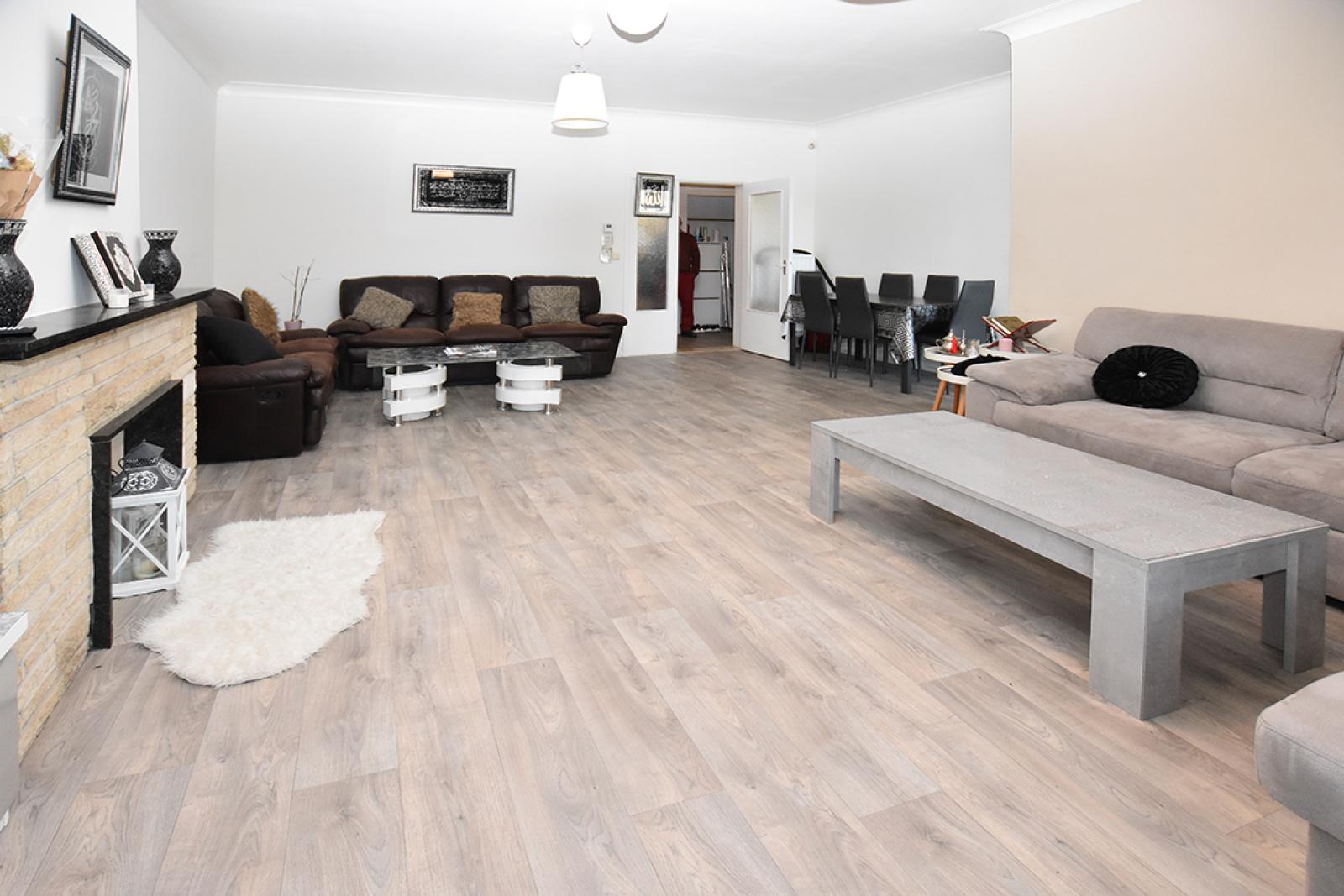 Verzorgd appartement met twee slaapkamers en terras te Wilrijk! afbeelding 2