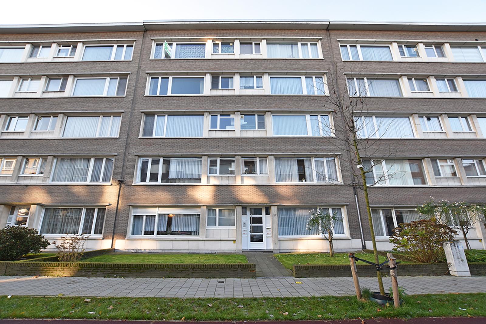 Verzorgd appartement met twee slaapkamers en terras te Wilrijk! afbeelding 1