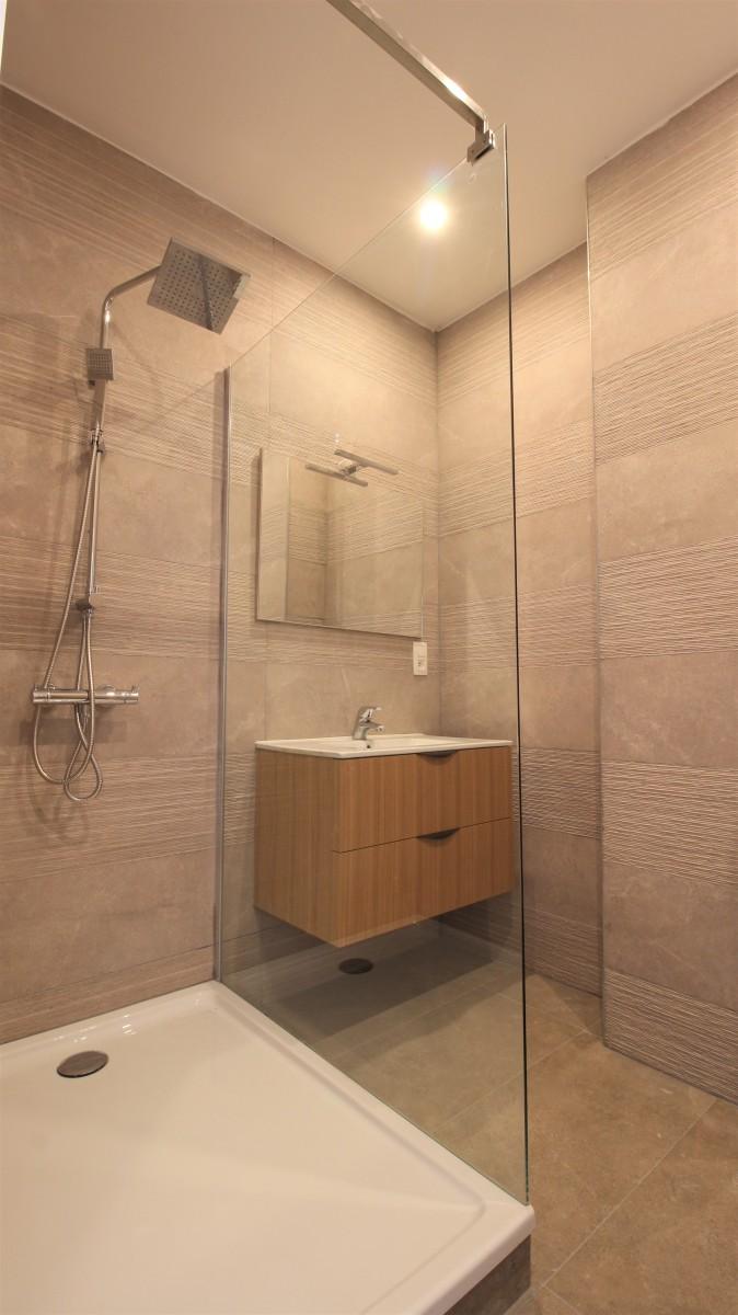 Gerenoveerd appartement met twee slaapkamers op centrale ligging te Mortsel! afbeelding 8