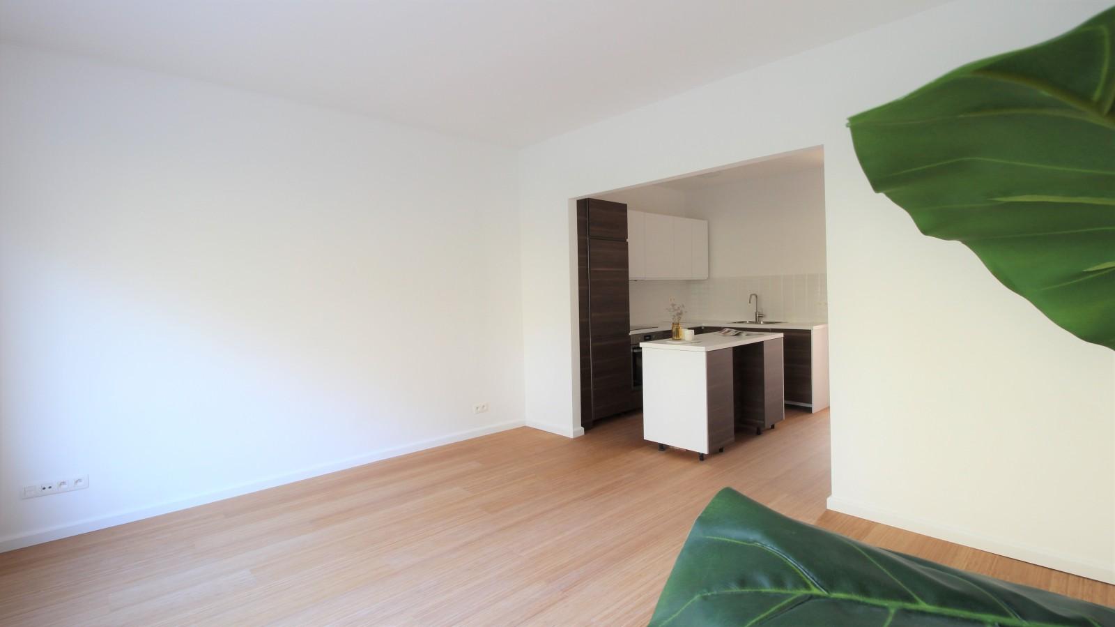 Gerenoveerd appartement met twee slaapkamers op centrale ligging te Mortsel! afbeelding 1