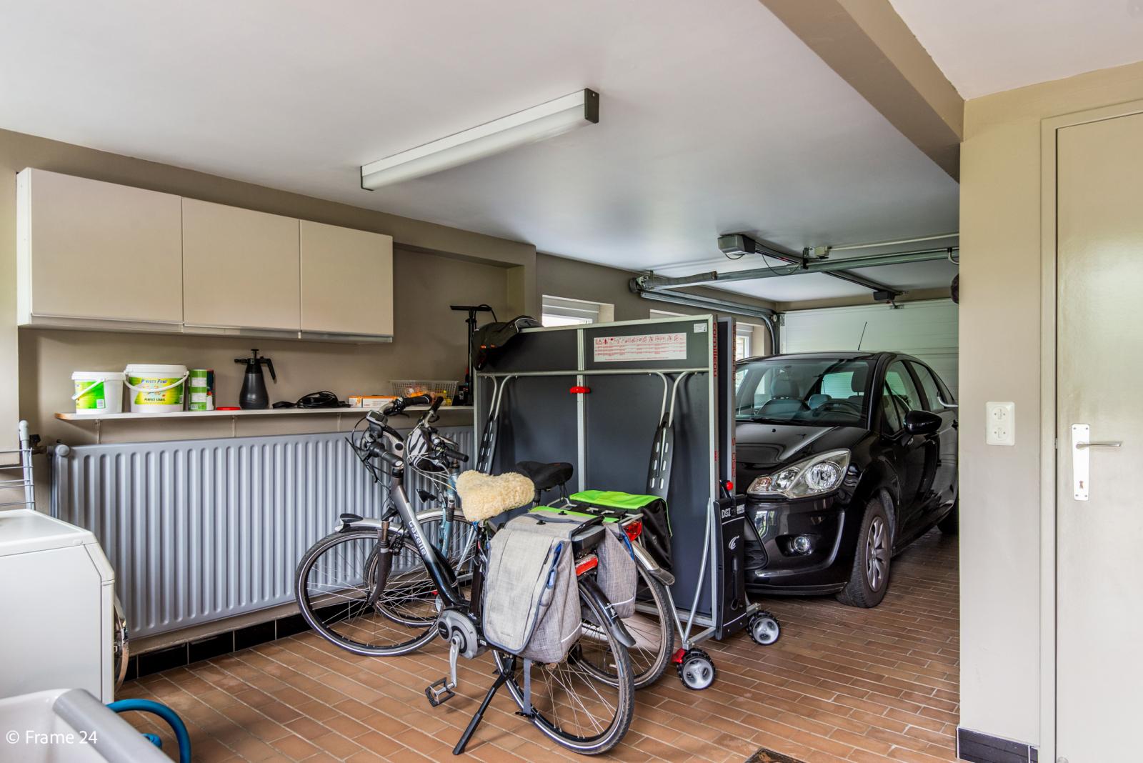 Ruime instapklare woning op wandelafstand van park Vrieselhof te Oelegem! afbeelding 11