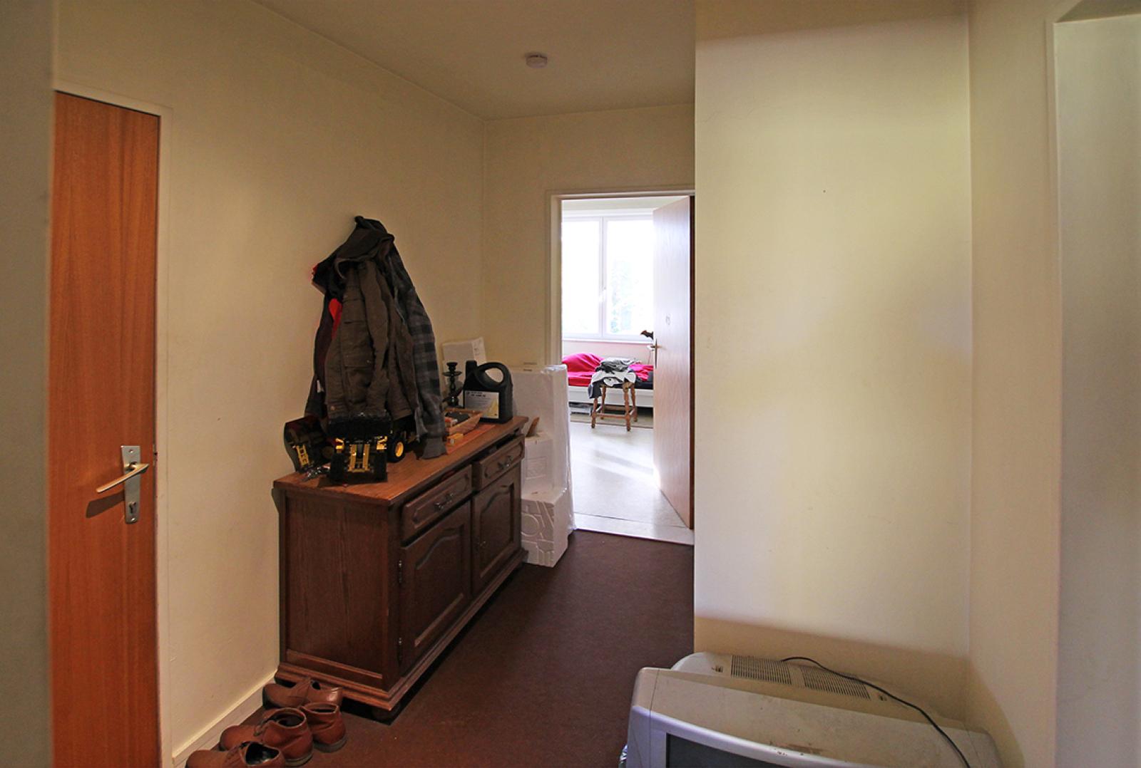 Ruim te renoveren appartement met staanplaats op zeer gunstige locatie te Kapellen afbeelding 7