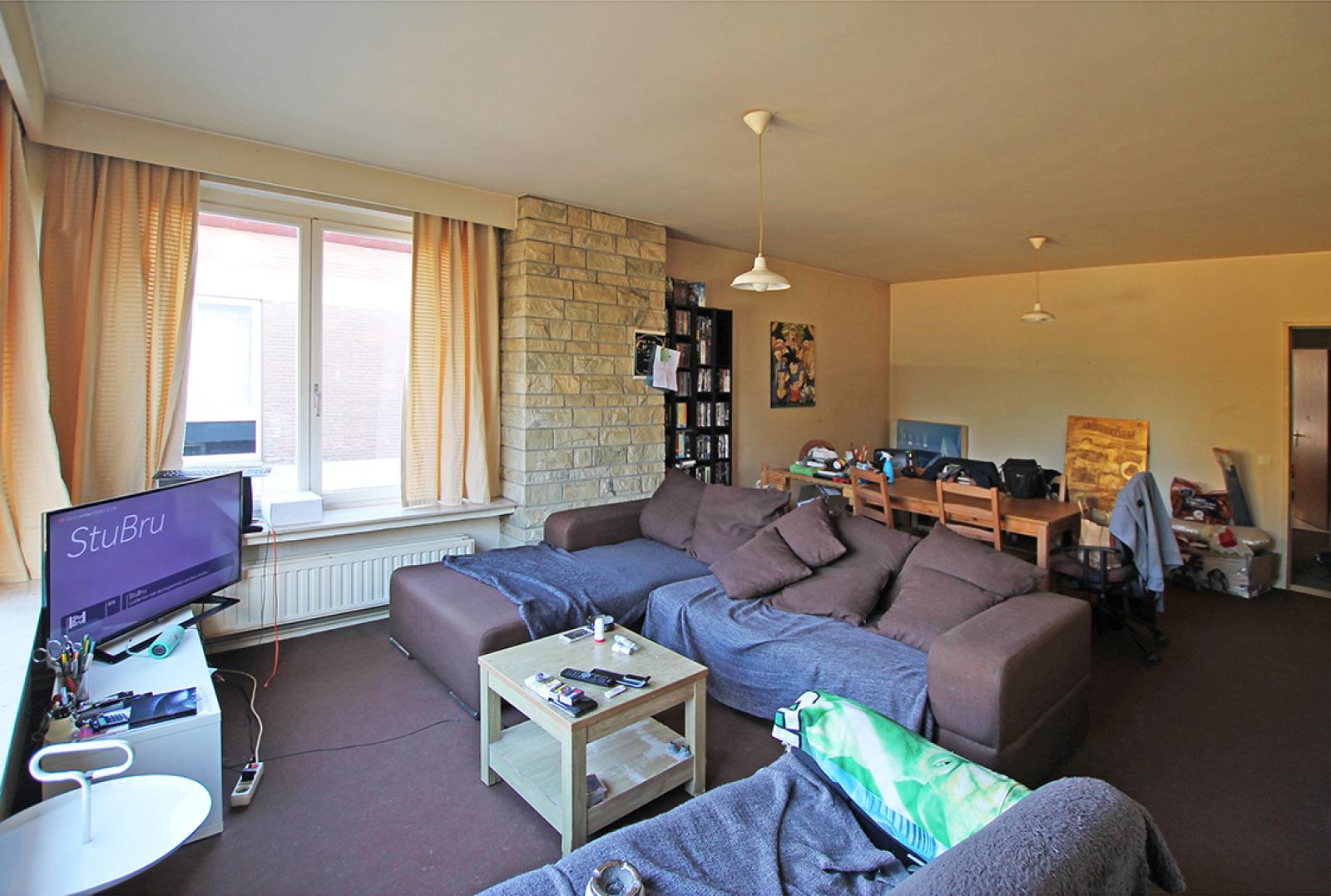 Ruim te renoveren appartement met staanplaats op zeer gunstige locatie te Kapellen afbeelding 2