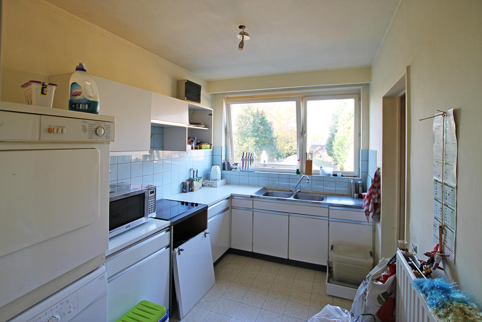 Ruim te renoveren appartement met staanplaats op zeer gunstige locatie te Kapellen afbeelding 5