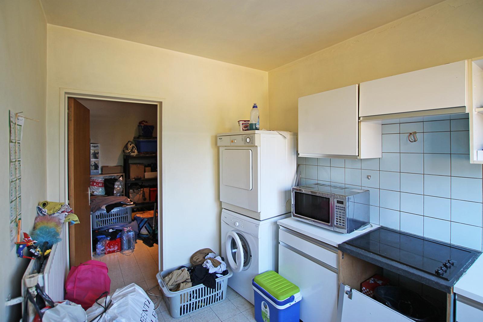 Ruim te renoveren appartement met staanplaats op zeer gunstige locatie te Kapellen afbeelding 6