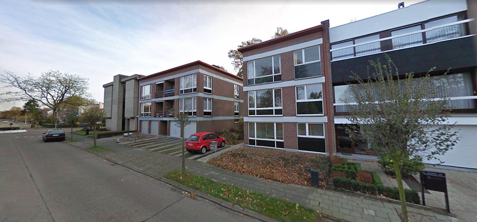 Ruim te renoveren appartement met staanplaats op zeer gunstige locatie te Kapellen afbeelding 1