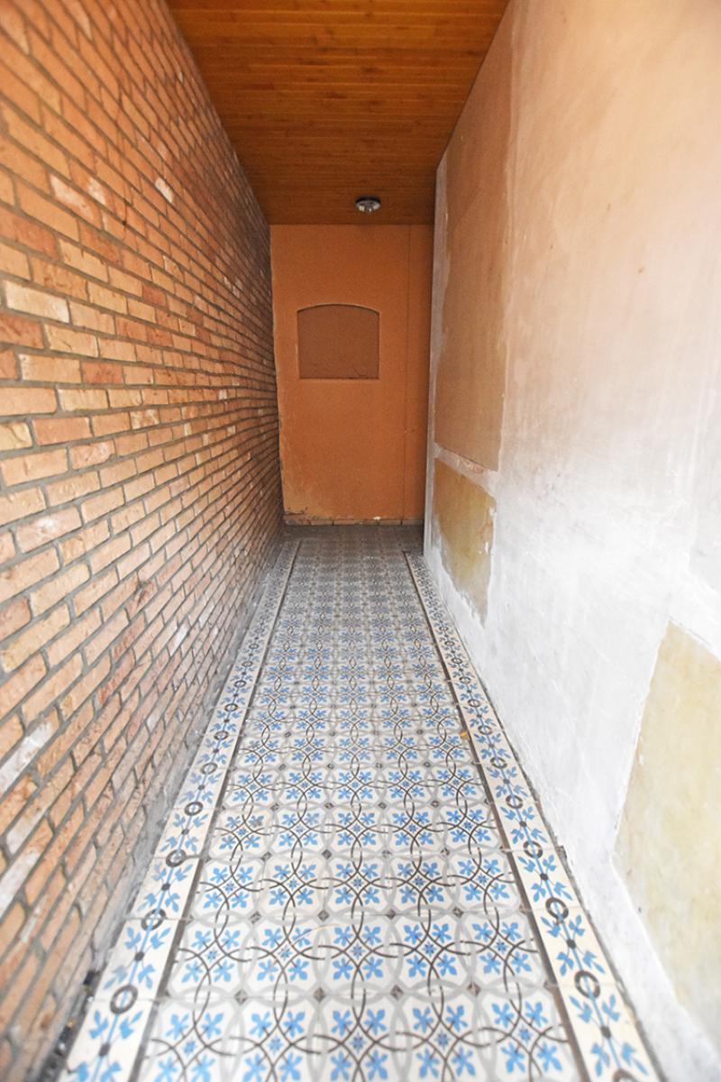 Te renoveren woning met twee slaapkamers in centrum Wijnegem! afbeelding 2