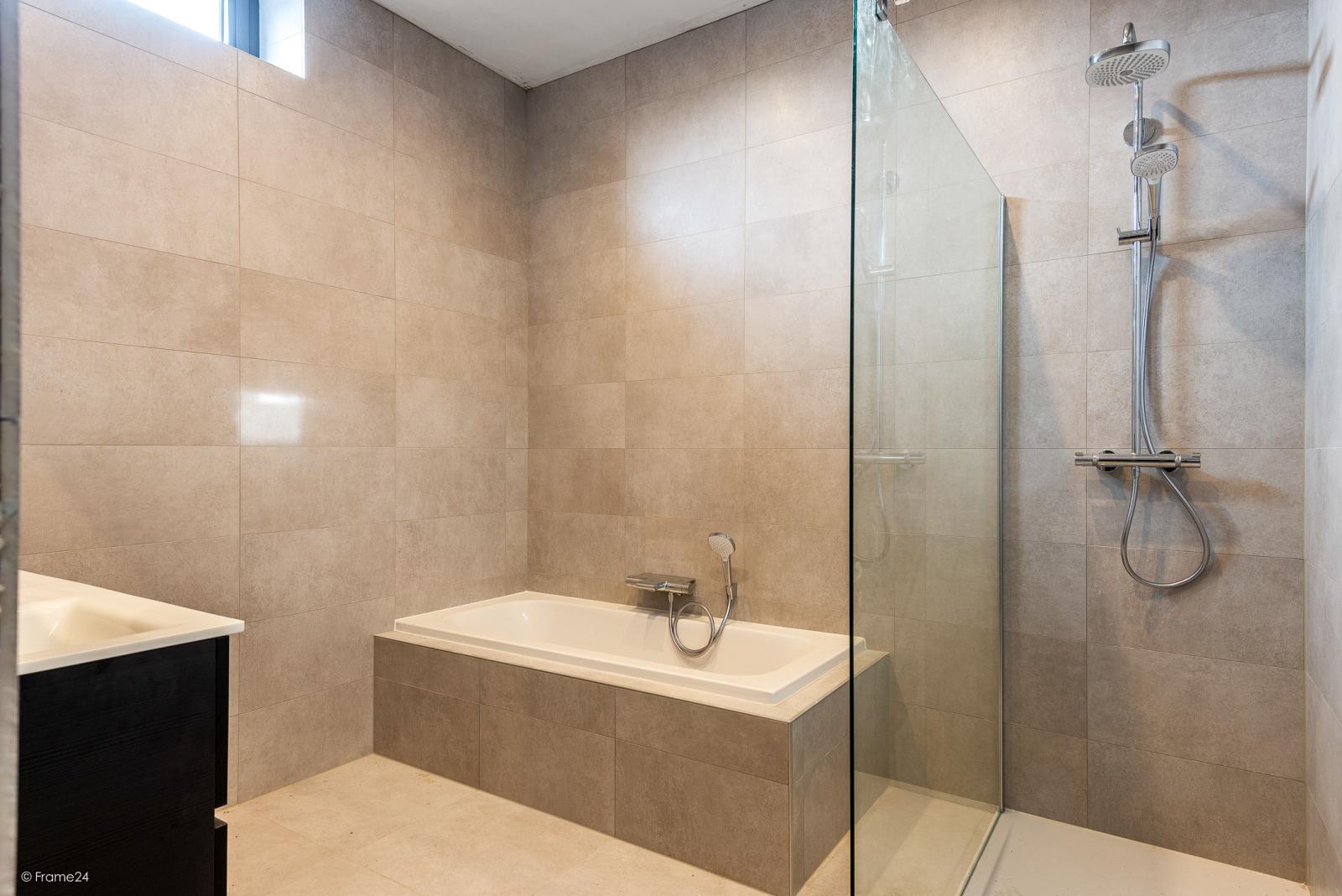 Riant vernieuwd appartement (147 m²) op centrale ligging te Walem! afbeelding 6