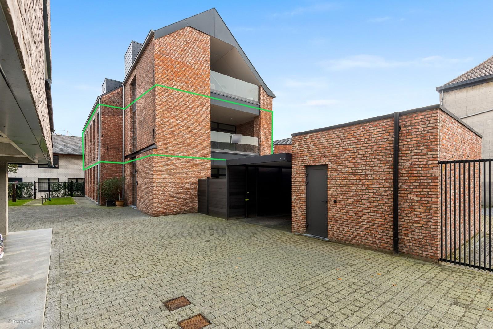 Riant vernieuwd appartement (147 m²) op centrale ligging te Walem! afbeelding 1