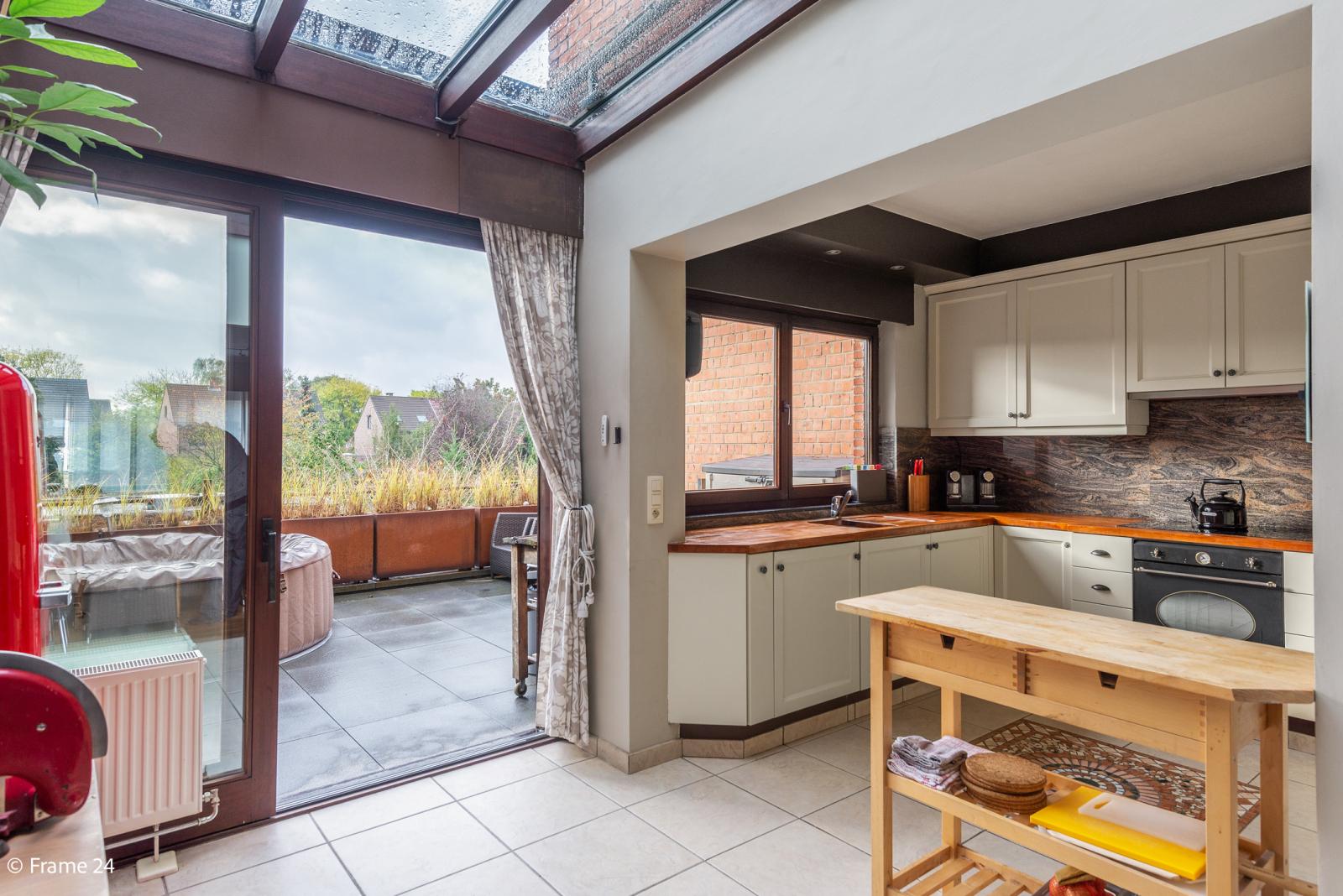 Verzorgde bel-étage met 3 slaapkamers, tuin en garage nabij centrum Wijnegem gelegen. afbeelding 9