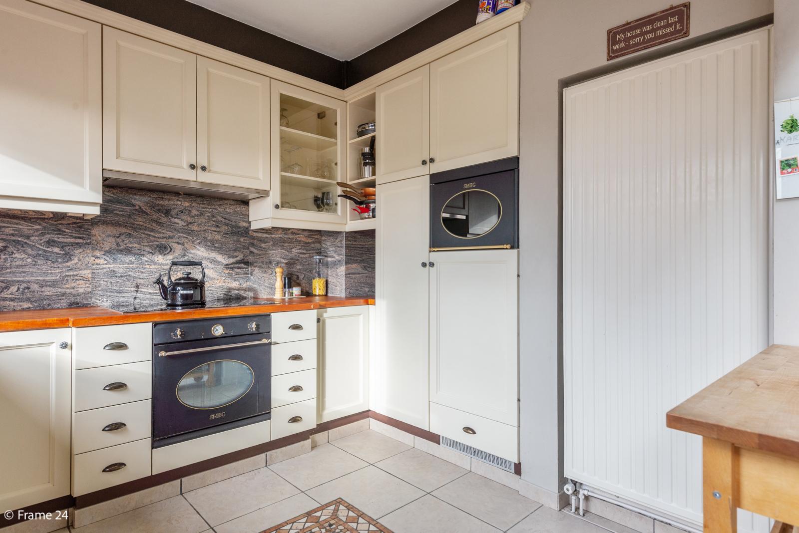 Verzorgde bel-étage met 3 slaapkamers, tuin en garage nabij centrum Wijnegem gelegen. afbeelding 12