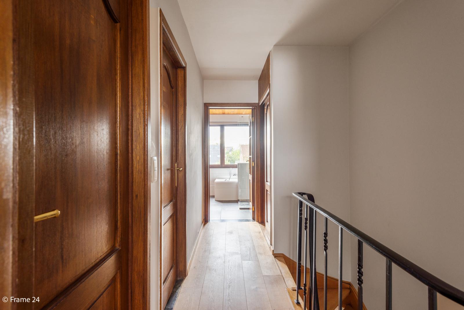 Verzorgde bel-étage met 3 slaapkamers, tuin en garage nabij centrum Wijnegem gelegen. afbeelding 17
