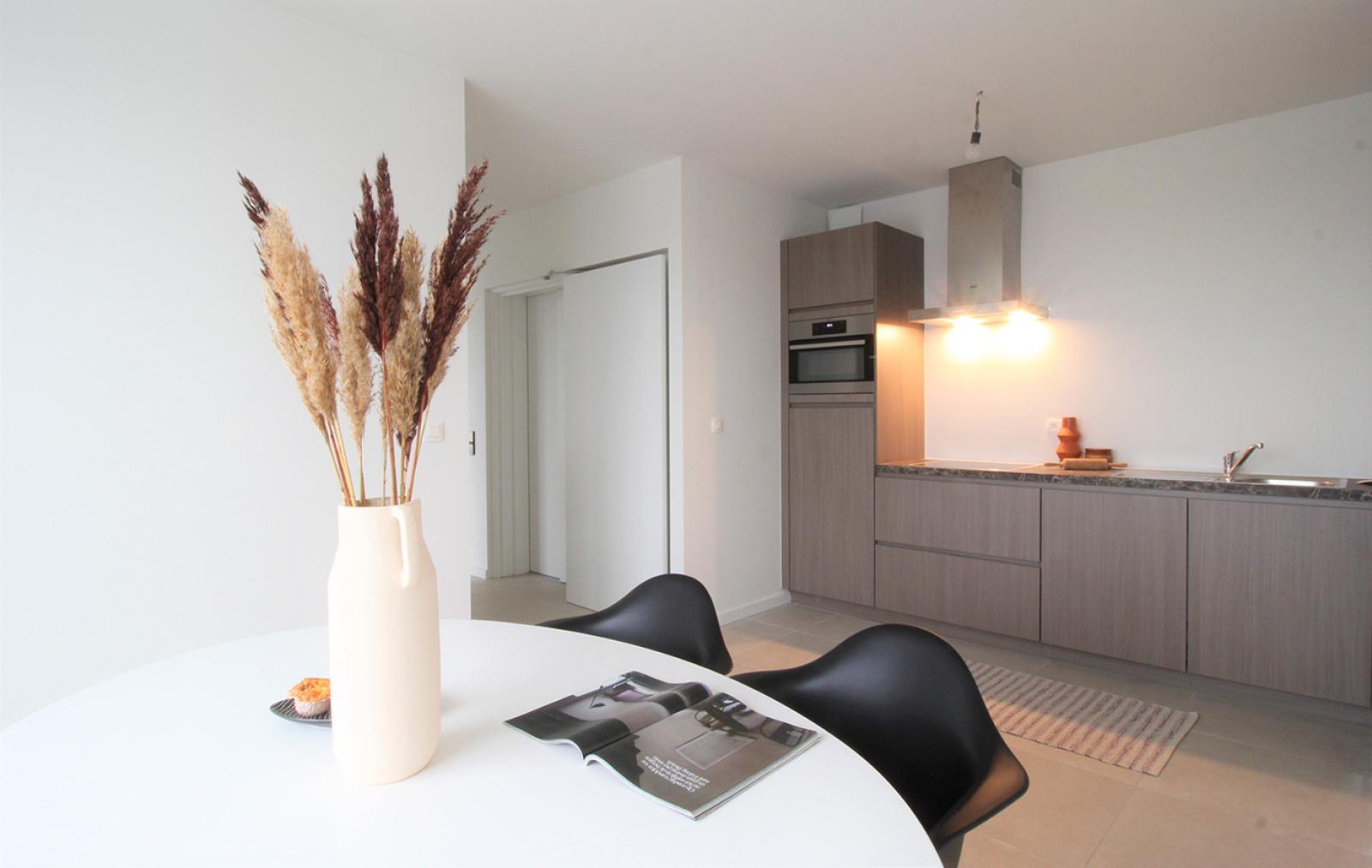 Prachtige penthouse met maar liefst 2 ruime terrasssen op centrale locatie vlakbij het Rivierenhof. afbeelding 6