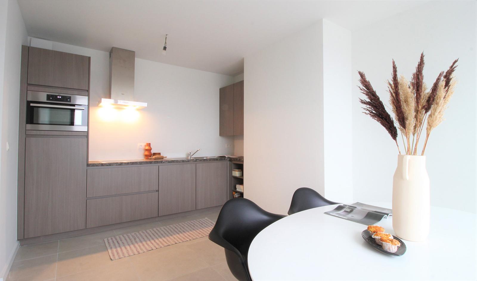 Prachtige penthouse met maar liefst 2 ruime terrasssen op centrale locatie vlakbij het Rivierenhof. afbeelding 8