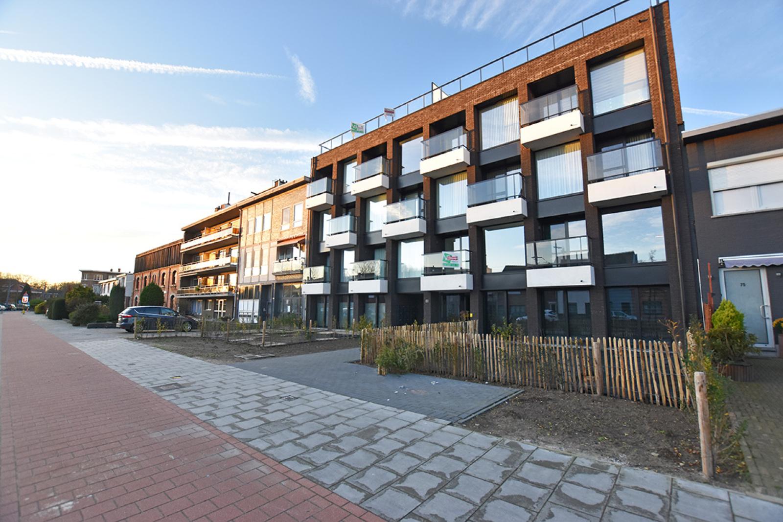 Prachtige penthouse met maar liefst 2 ruime terrasssen op centrale locatie vlakbij het Rivierenhof. afbeelding 17