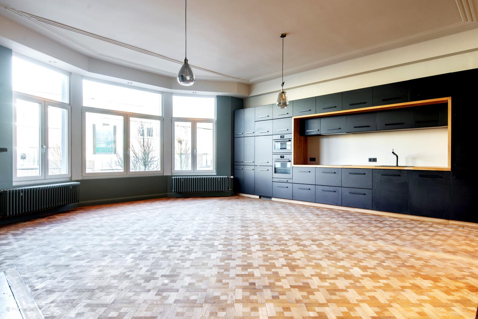 Prachtig gerenoveerd appartement (110 m²) met authentieke accenten en garage  te Antwerpen! afbeelding 7