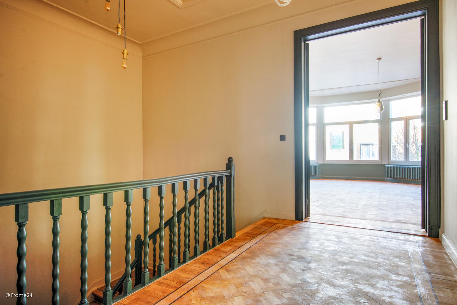 Prachtig gerenoveerd appartement (110 m²) met authentieke accenten en garage  te Antwerpen! afbeelding 1