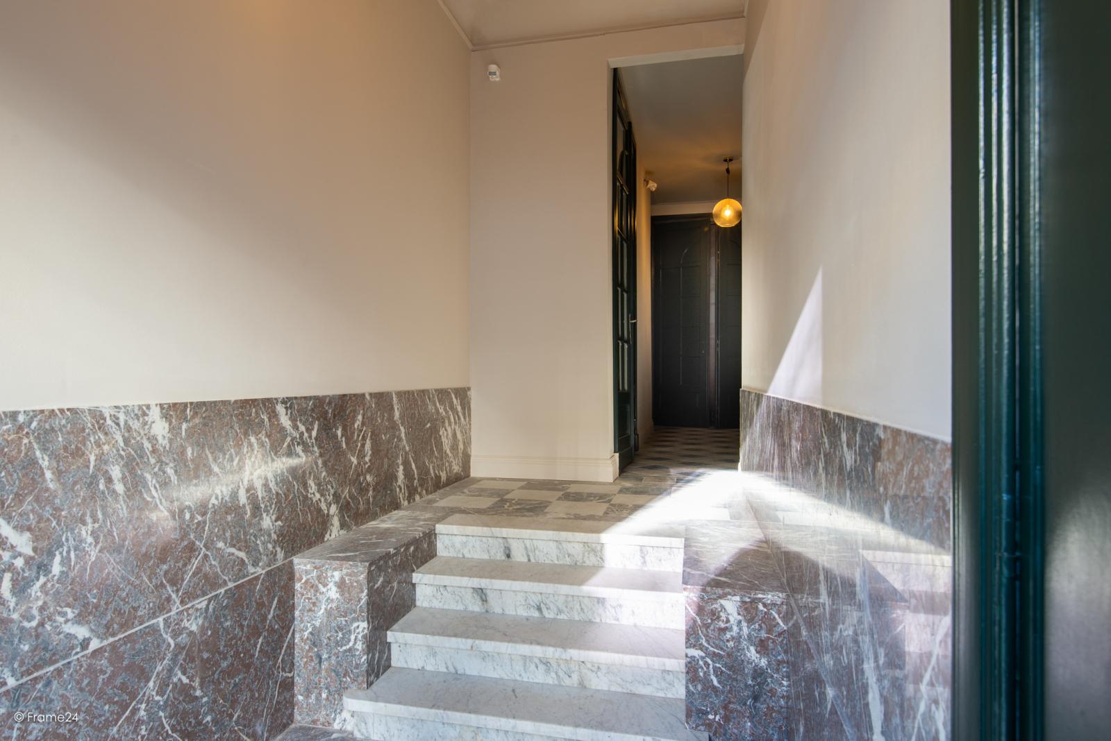 Prachtig gerenoveerd appartement (110 m²) met authentieke accenten en garage  te Antwerpen! afbeelding 2