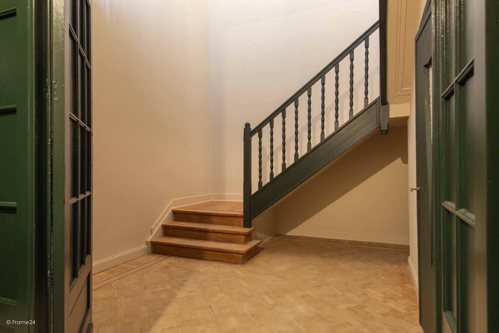 Prachtig gerenoveerd appartement (110 m²) met authentieke accenten en garage  te Antwerpen! afbeelding 3