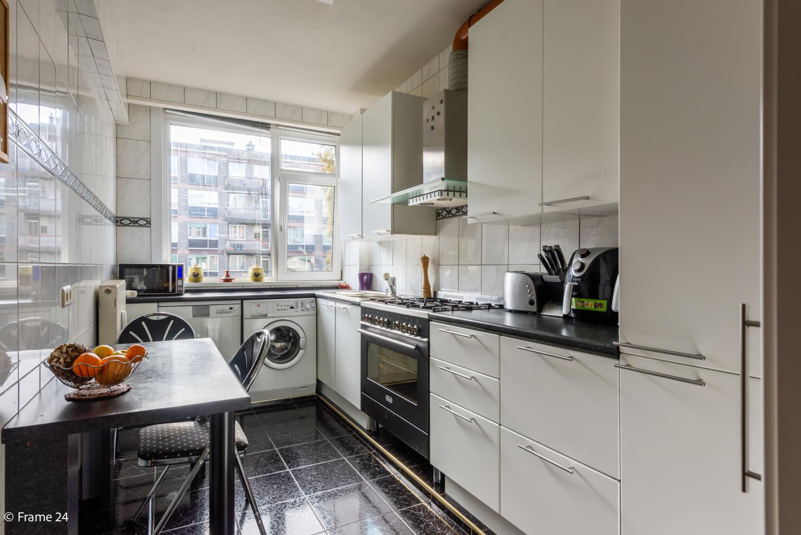 Zeer verzorgd en ruim appartement (101 m²) met lift op centrale locatie te Borgerhout! afbeelding 9