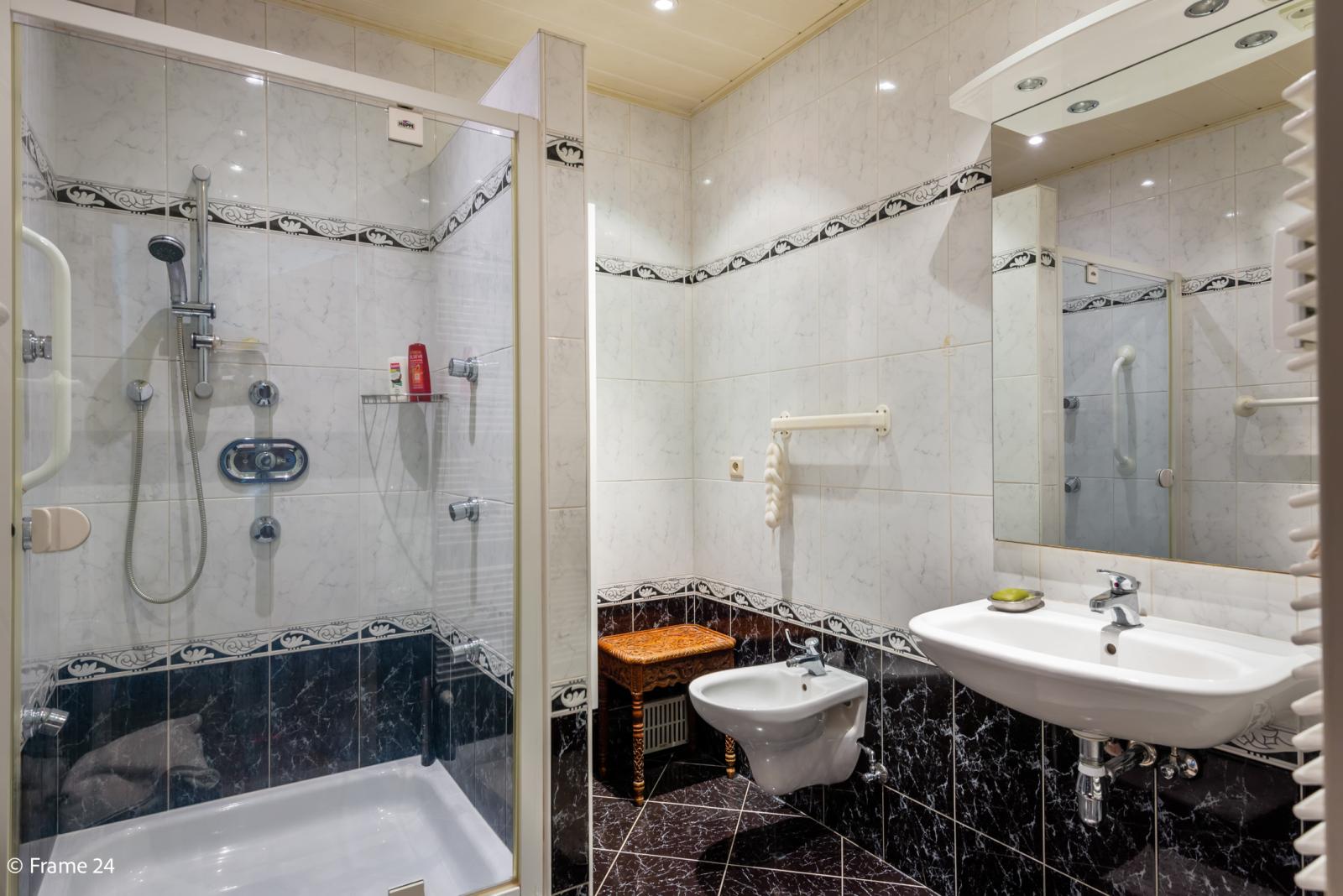 Zeer verzorgd en ruim appartement (101 m²) met lift op centrale locatie te Borgerhout! afbeelding 12