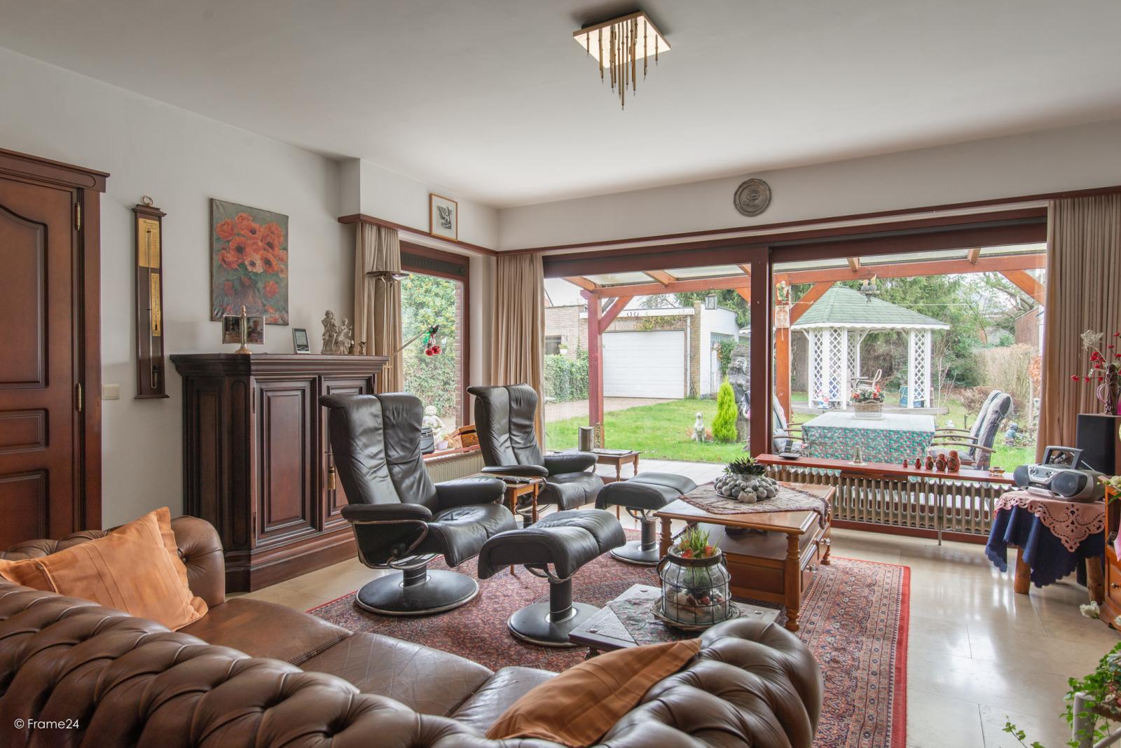 Zeer verzorgde halfopen woning met drie slaapkamers, garage, leuke tuin en gelegen op een toplocatie te Wijnegem!  afbeelding 4
