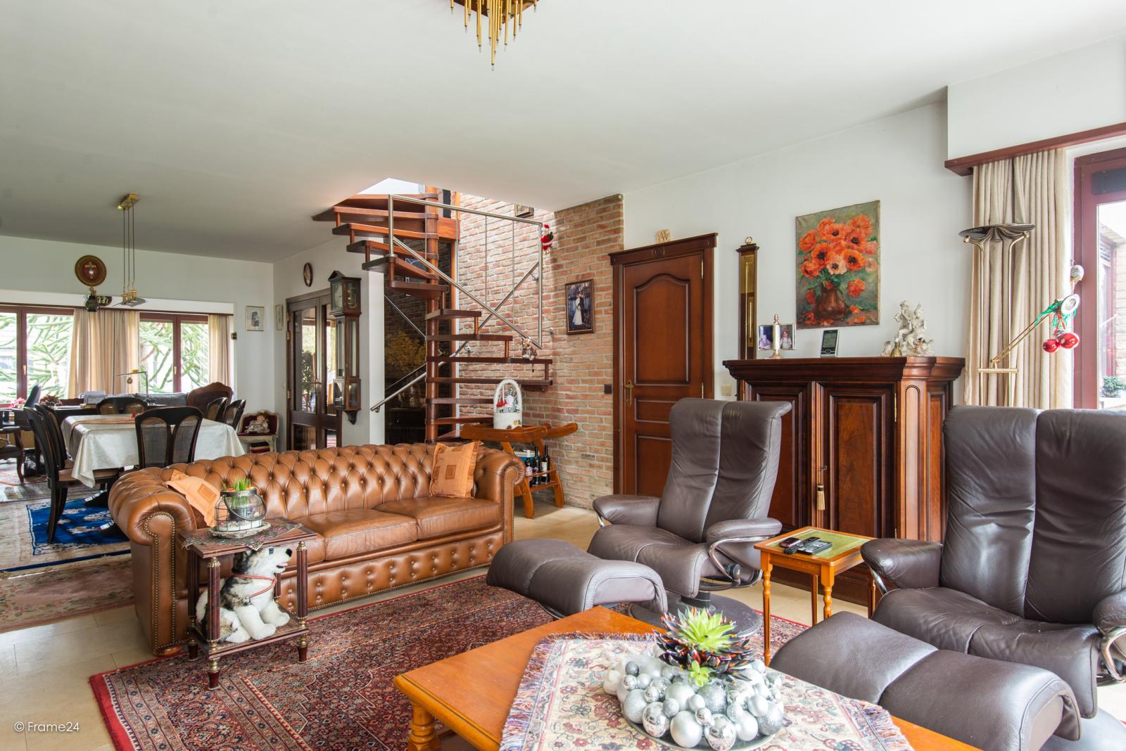 Zeer verzorgde halfopen woning met drie slaapkamers, garage, leuke tuin en gelegen op een toplocatie te Wijnegem!  afbeelding 7