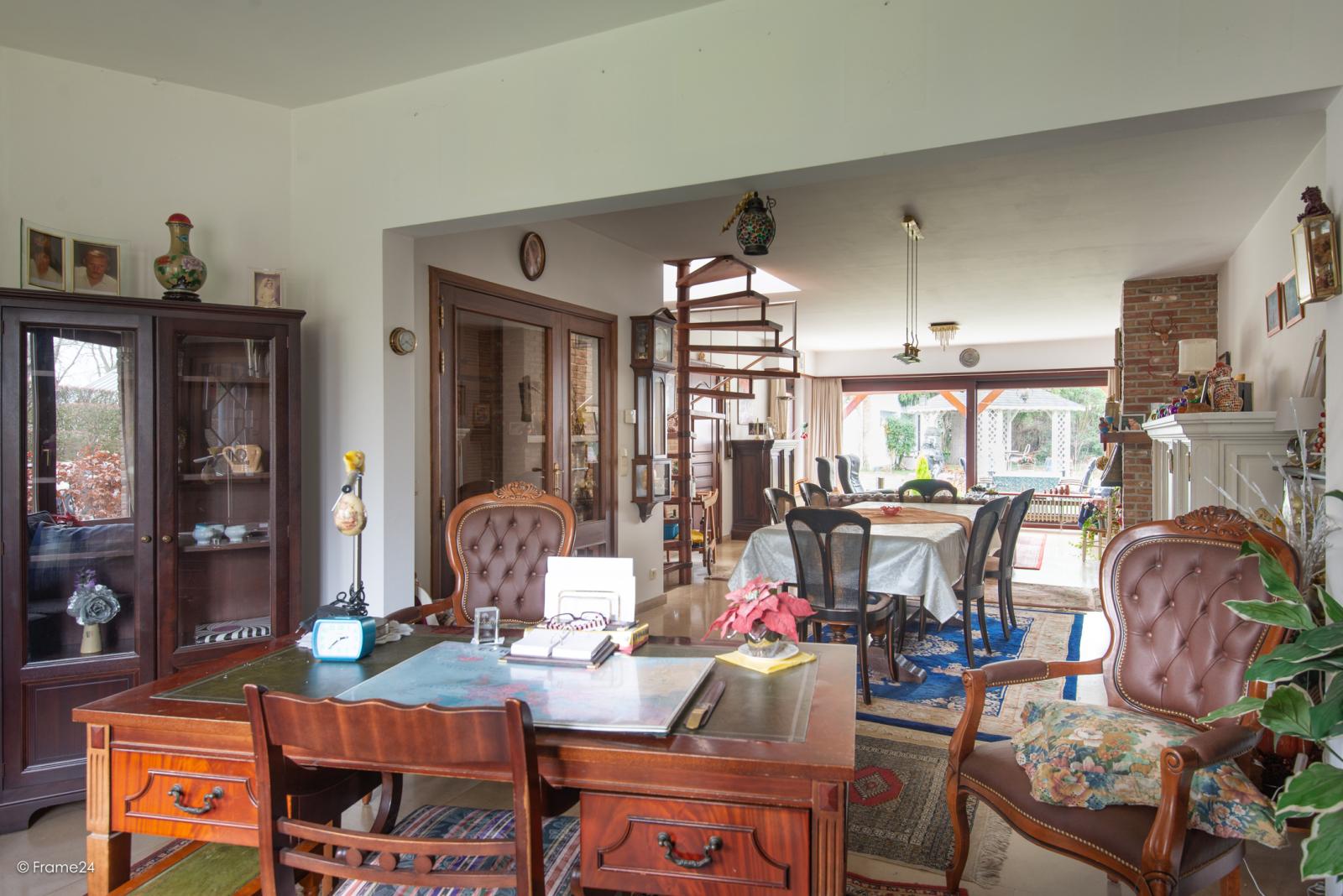 Zeer verzorgde halfopen woning met drie slaapkamers, garage, leuke tuin en gelegen op een toplocatie te Wijnegem!  afbeelding 5
