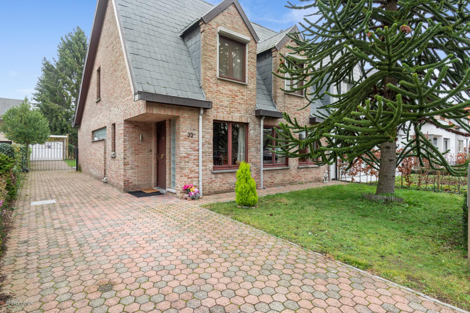 Zeer verzorgde halfopen woning met drie slaapkamers, garage, leuke tuin en gelegen op een toplocatie te Wijnegem!  afbeelding 21