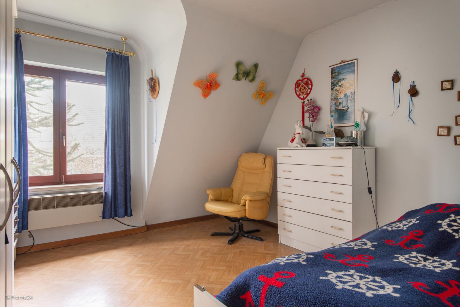 Zeer verzorgde halfopen woning met drie slaapkamers, garage, leuke tuin en gelegen op een toplocatie te Wijnegem!  afbeelding 16