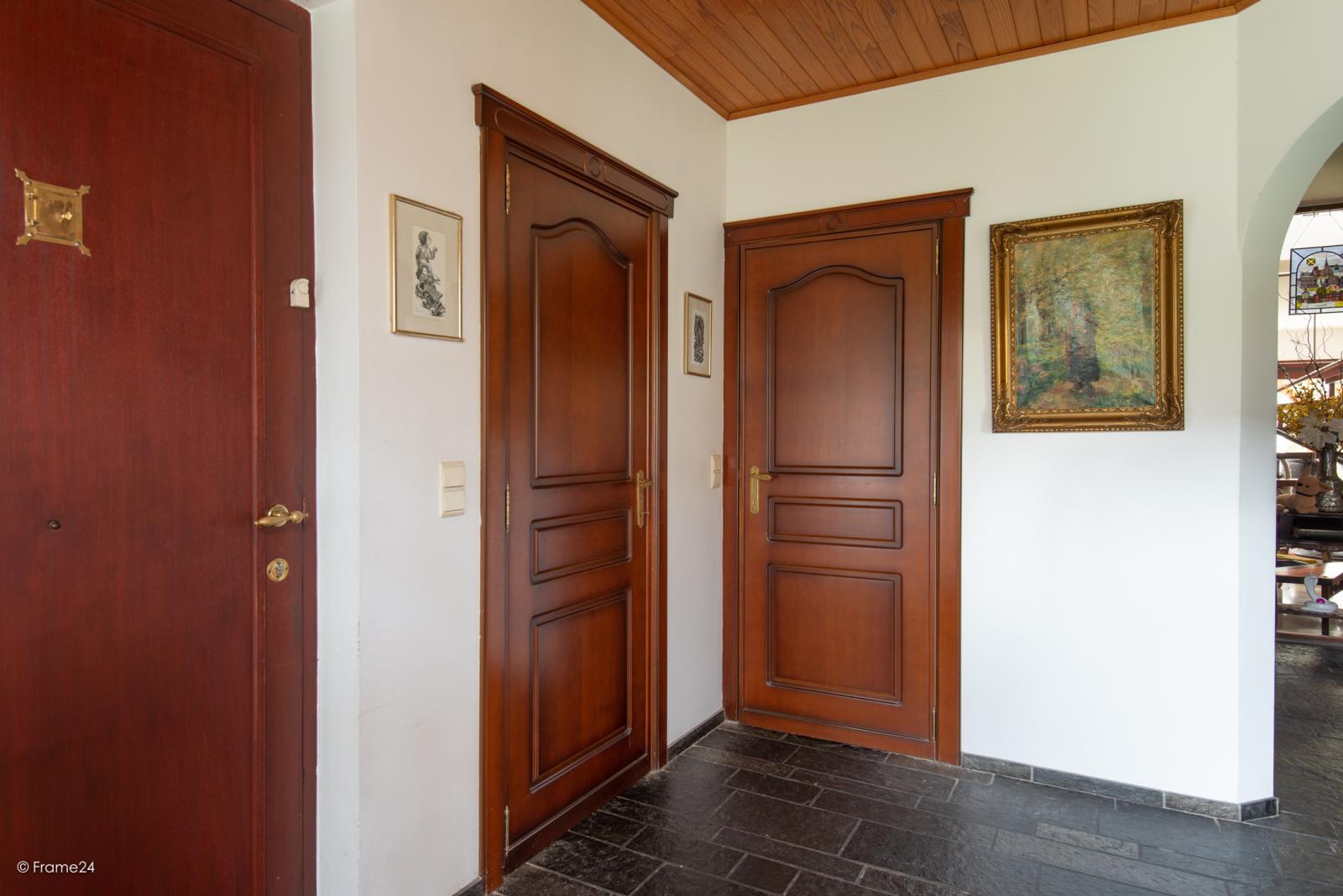 Zeer verzorgde halfopen woning met drie slaapkamers, garage, leuke tuin en gelegen op een toplocatie te Wijnegem!  afbeelding 10