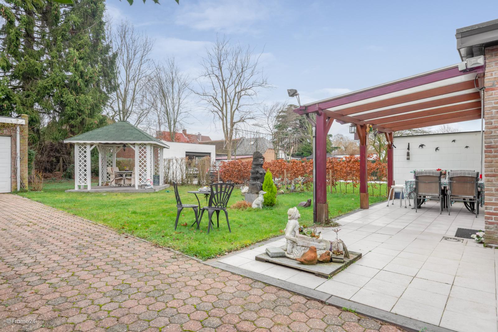 Zeer verzorgde halfopen woning met drie slaapkamers, garage, leuke tuin en gelegen op een toplocatie te Wijnegem!  afbeelding 23