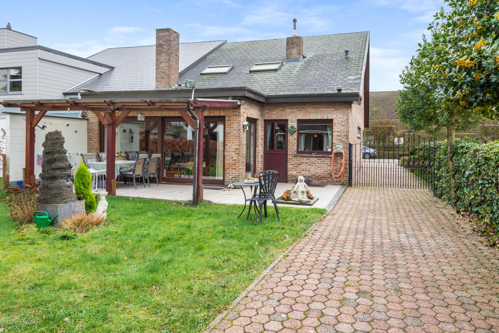 Zeer verzorgde halfopen woning met drie slaapkamers, garage, leuke tuin en gelegen op een toplocatie te Wijnegem!  afbeelding 22